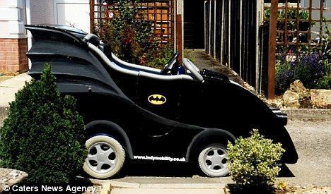 Silla de rueda convertida en batmovil 2 for Silla coche batman
