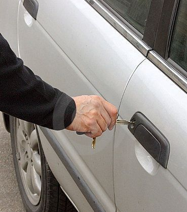 abrir coche sin llaves y sin forzarlo