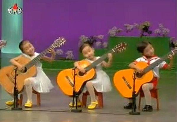 Video de Niños Tocando la Guitarra - Niños Guitarristas
