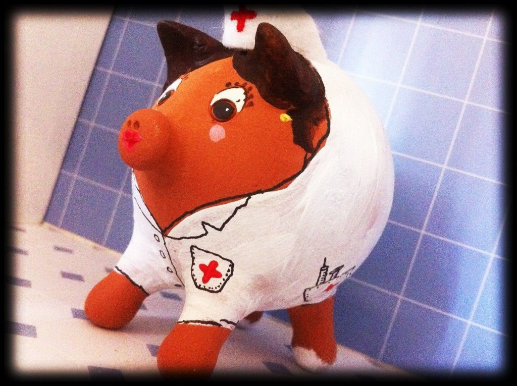 cerdita enfermera