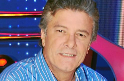 El Cantante Fransciso se Rodea de Amigos en su Nuevo Disco