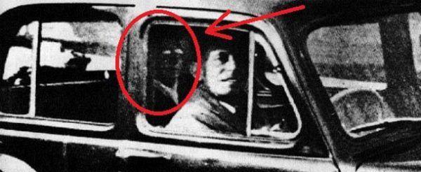 Sra Mabel Chinnery y el fantasma del coche