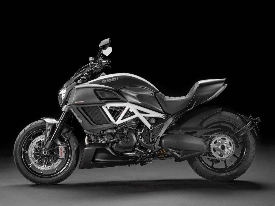 2014-Ducati-Diavel-Carbon-09